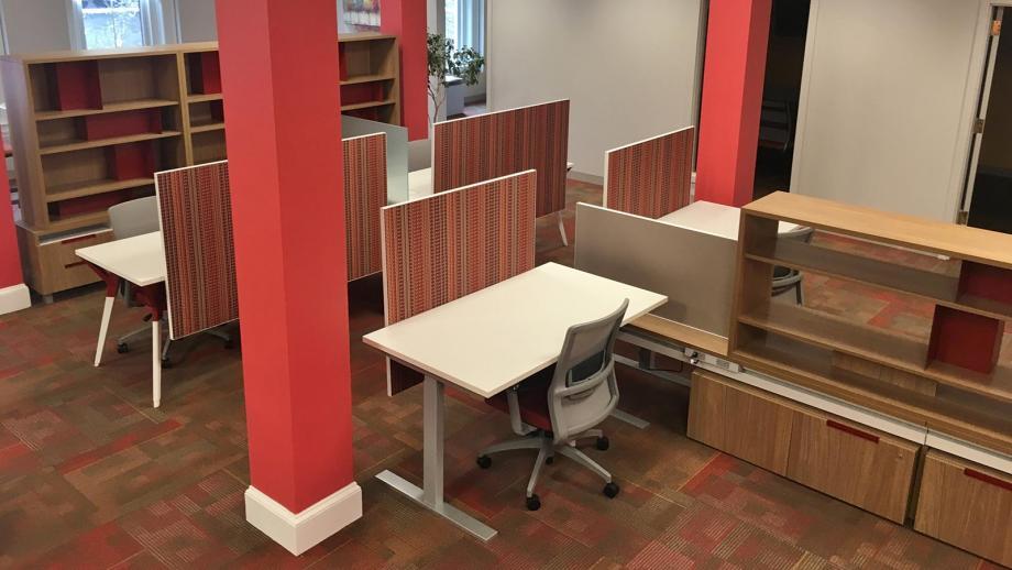 Coworking sit stand desks